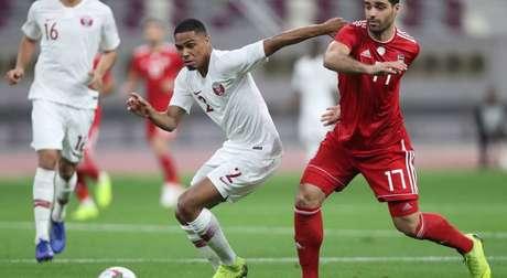 Pedro Miguel (de branco) é português de nascimento e defende a seleção do Catar