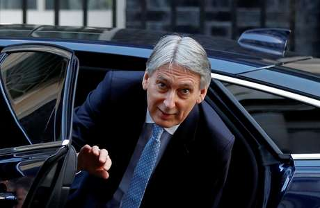Philip Hammond do lado de fora da residência oficial da primeira-ministra britânica em Londres 19/02/2019 REUTERS/Peter Nicholls