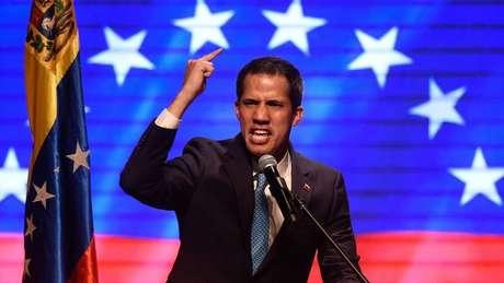 O líder da oposição Juan Guaidó foi reconhecido como presidente interino da Venezuela por dezenas de países, como o Brasil e os EUA