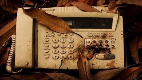 Anterior à época digital, máquina de fax continua em uso em grandes empresas