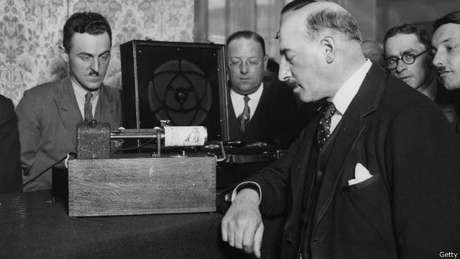 Nas primeiras décadas do século 20, as máquinas de fax eram muito usadas nos jornais para transmitir fotografias urgentes