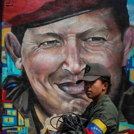 Hugo Chávez chegou a posto de tenente-coronel, mas era conhecido como 'comandante'