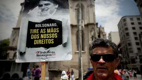 Pontos da reforma como a mudança nos benefícios pagos a idosos podem enfrentar resistência da opiniçao pública, dizem especialistas
