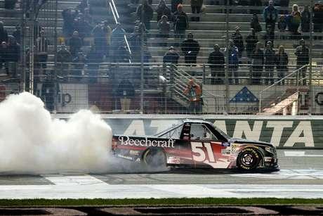 Kyle Busch vence em Atlanta e quebra o recorde de vitórias da NASCAR Truck Series