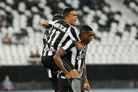 Botafogo empatou o jogo com gol de Marcelo Benevenuto, que deixou o placar em 1 a 1