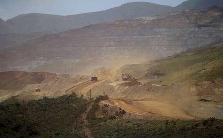 Área de extração de minério de ferro em Mariana (MG) 10/11/2015 REUTERS/Ricardo Moraes