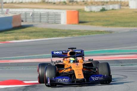 Pré-temporada da F1: McLaren dita o ritmo da terça-feira em Barcelona; Ferrari e Mercedes sofrem atrasos