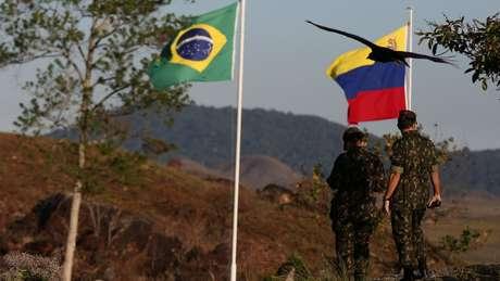 Enquanto EUA insistem em dizer que uma ação militar na Venezuela não está descartada, o governo brasileiro repete que não cogita usar a força contra o governo de Nicolás Maduro. O que explica posição de cautela do Brasil?