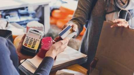 Geração de emprego é como um termômetro da economia: impacta no ciclo do consumo e produção