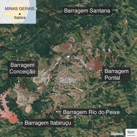 Mapa mostrando a cidade de Itabira, cercada por barragens