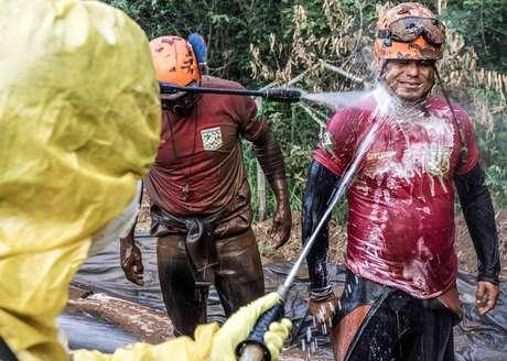 Bombeiros tinham de passar por lavagem para minimizar o risco de contaminação