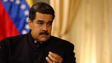 O governo de Maduro, apoiado por 14 nações, considera que os movimentos de Guaidó são uma tentativa de golpe de Estado, dirigida pelos Estados Unidos.