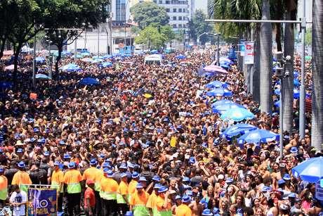 Carnaval 2019. Movimentação de foliões durante o Bloco da Preta, no Centro do Rio de Janeiro