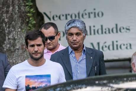 Paulo Vieira de Souza, o Paulo Preto, é visto deixando o Instituto Médico Legal no centro de São Paulo