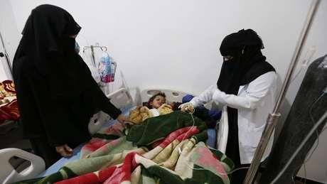 Uma criança internada com sarampo no Iêmen; dez países foram responsáveis por 74% do aumento do número de casos no mundo entre 2017 e 2018