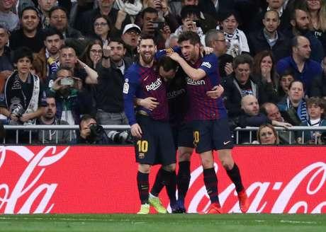 Jogadores do Barcelona comemoram o gol de Rakitic, que levou o time catalão à vitória contra o rival Real Madrid