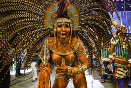 A Rainha de Bateria da Acadêmicos do Tucuruvi, Cintia Melo