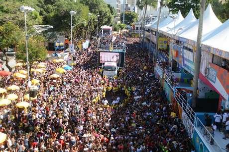 Os foliões devem ficar atentos ao usar cartões de crédito ou débito durante o carnaval em eventos com aglomerações de pessoas