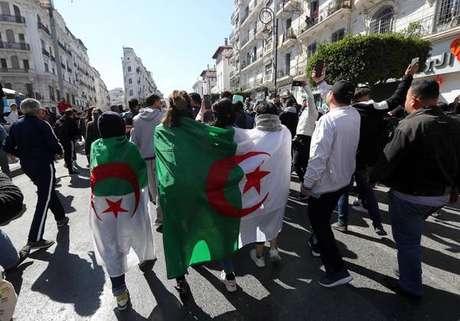 Protestos contra reeleição de Bouteflika mata 1 na Argélia