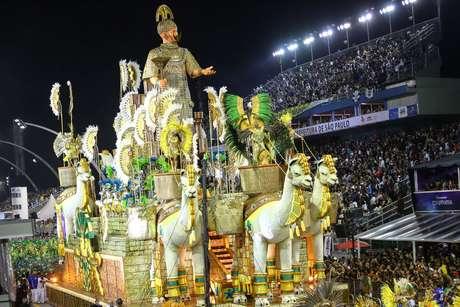 O desfile da Unidos de Vila Maria no Carnaval de 2019