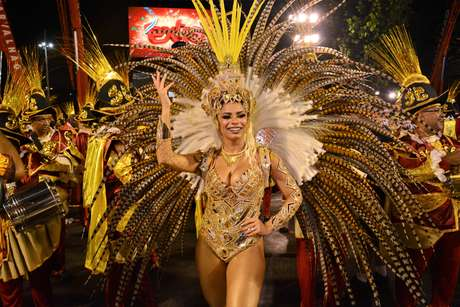 Lexa fez bonito na segunda noite de desfiles do Grupo A do Rio, pela Unidos de Bangu