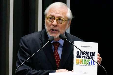 O diplomata Paulo Roberto de Almeida em discurso no Senado Federal em abril de 2017 em sessão solene sobre os 100 anos de Roberto Campos