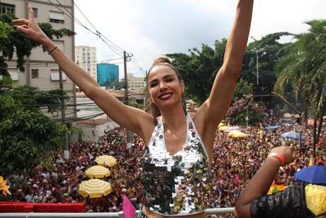 A apresentadora Luciana Gimenez no Bloco Gambiarra, em São Paulo, antes de aparecer no Rio de Janeiro