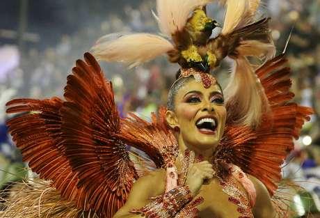 Juliana Paes segue à frente da Grande Rio pela 2ª vez consecutiva