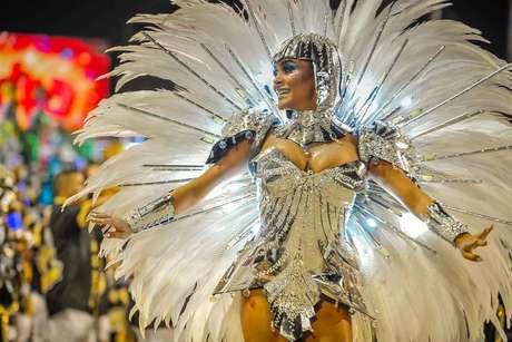 Raphaela Gomes, Rainha da São Clemente.