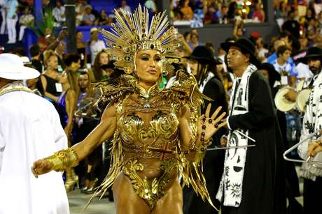 Gracyanne Barbosa desfilou pela União da Ilha.