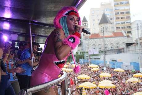 Pabllo Vittar divertiu foliões em bloco animado em São Paulo