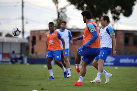 Mano não confirmou o companheiro de Léo(à esq) na zaga, mas Rodriguinho é certo no meio de campo celeste-Vinnicius Silva/Cruzeiro
