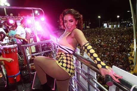 """Anitta se inspirou no """"É o Tchan!"""" para compor um de seus looks de Carnaval."""