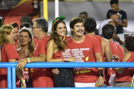 Juliana Paiva e Nicolas Prattes ontem  (04/03), curtindo os desfiles da Sapucaí.