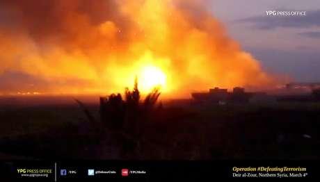 Grande explosão é na região de Baghouz, na Síria 04/03/2019 YPG Press Office/via REUTERS