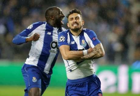Porto faz gol na prorrogação, vence por 3 a 1, e despacha a Roma na Liga dos Campeões