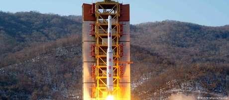 Míssil sendo lançado na base de Sohae, no noroeste do país, perto da fronteira com a China.