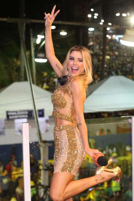 All good: Flávia Viana estreou com pé direito no Carnaval de Salvador