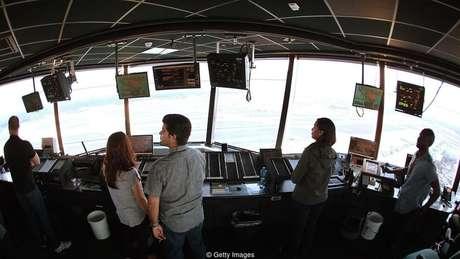 Controladores de tráfego aéreo e millennials enfrentam tensões semelhantes