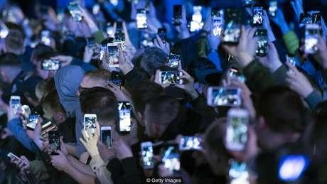 A competição e comparação social, incentivadas pelas redes sociais, podem contribuir para a sensação de 'burnout'