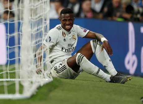Vinícius Jr, após o lance em que se machucou no jogo contra o Ajax