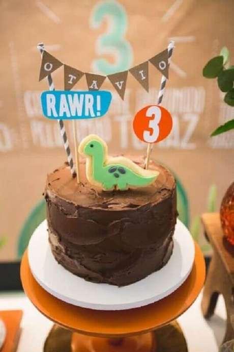 13. Utilize plaquinhas no bolo mesversário para deixá-lo mais divertido – Foto: