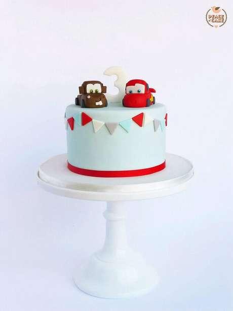 3. Bolo para mêsversário menino com tema carros – Foto: Peace of Cake