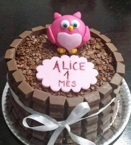 16. Modelo simples de bolo mesversário feminino – Foto: Pinterest
