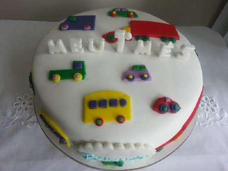 20. Modelo de bolo mesversário simples – Foto: Pinterest