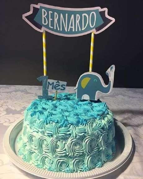 22. Simples bolo para aniversário de bebê completando um mês – Foto: Pinterest