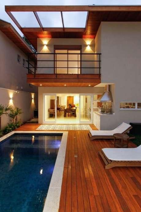 47. Em casas modernas o pergolado dá um ar mais sofisticado a área externa – Foto: Otoni Arquitetura