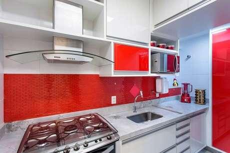 49- O vermelho aguça o apetite, portanto, é uma das cores para cozinha mais utilizadas.