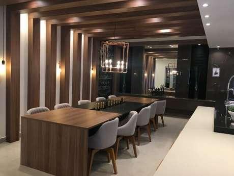 34. Cozinha gourmet com pergolado de madeira. Projeto de J Fumagalli