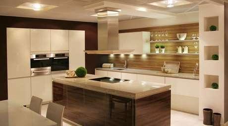 51- O marrom pode trazer o conforto e elegância que você busca para a sua cozinha